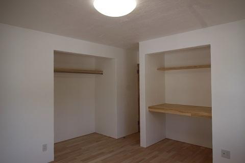 1階寝室 (2).JPG